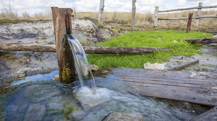10 Advantages and Disadvantages of Groundwater Use in Daily Life