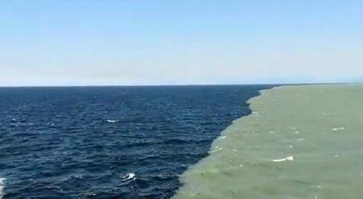 Explanation of Split Sea Phenomenon in Suramadu